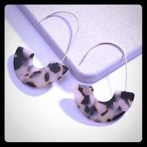 ⚜️ Gorgeous & Elegant Tortoise Hoop earrings ⚜️